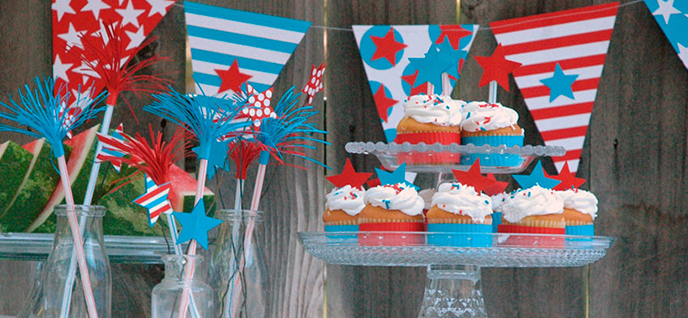 Labor Day Table Don T Hesitate To Add Personal Touches While Keeping With The Overall Decor Makeshift Decorative Paper Banners Vibrant Accessories