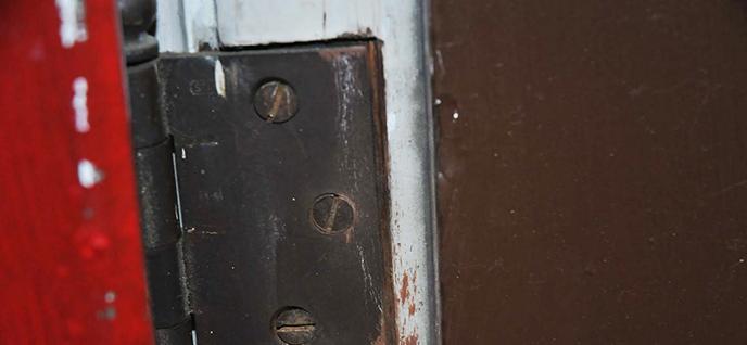 oiled hinge